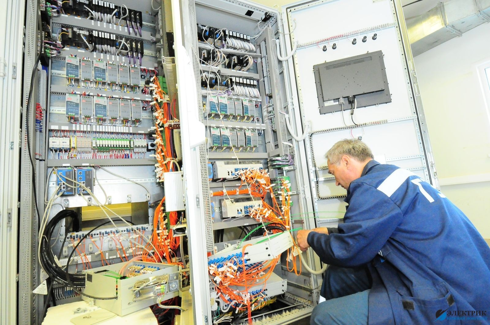 Монтаж электрощитов и пультов управления